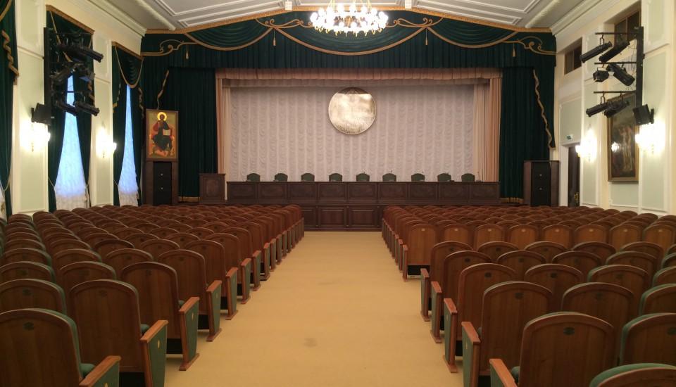 Монтаж встроенного пылесоса в актовом зале