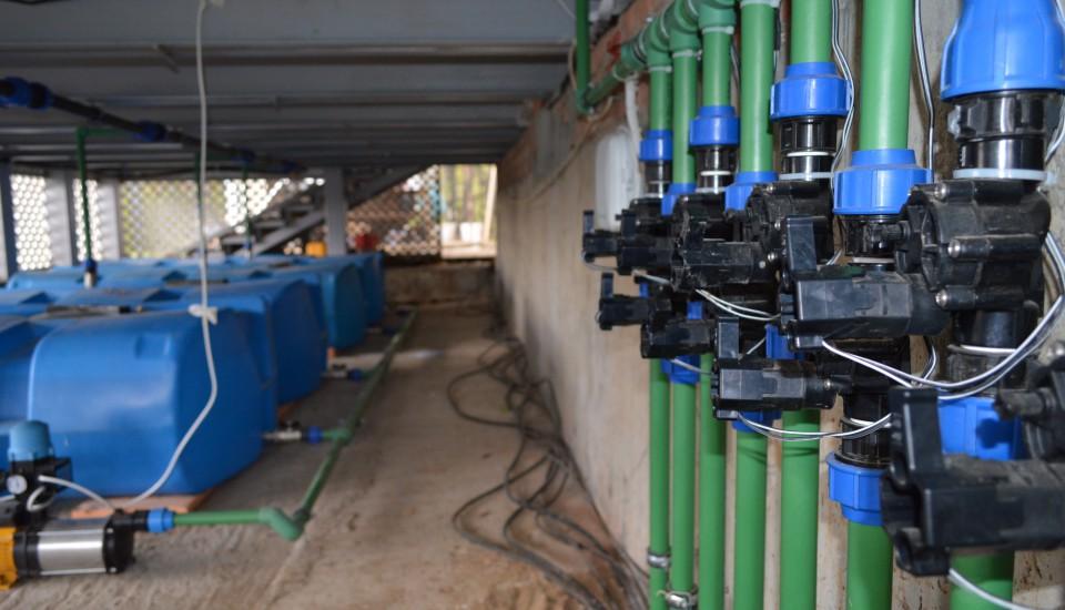 Коллектор и магнитные клапана автоматического полива