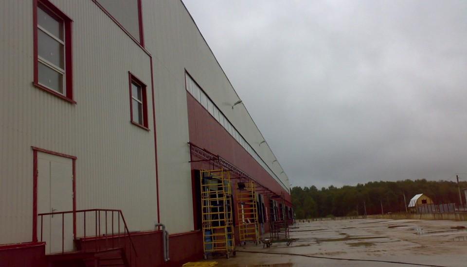 Монтаж ливнестока на складе
